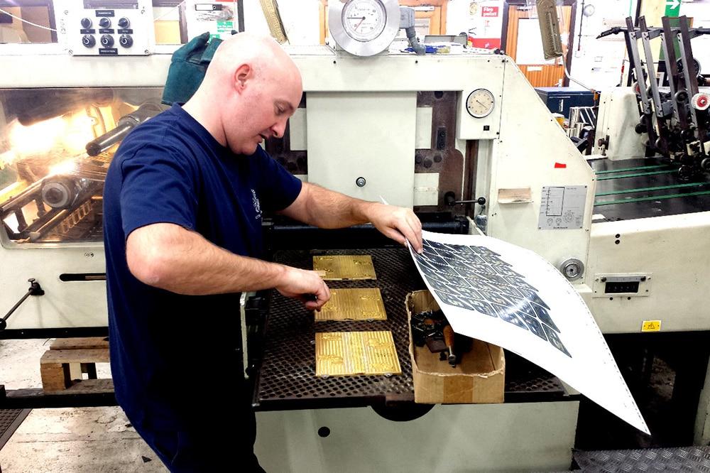 Profesionales del estampado en caliente y del grabado en relieve